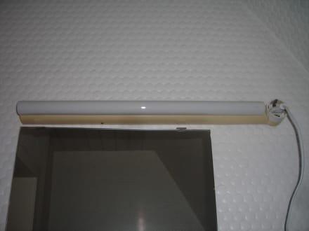 badbeleuchtung und spiegel bild hotel seyboldt garni in. Black Bedroom Furniture Sets. Home Design Ideas