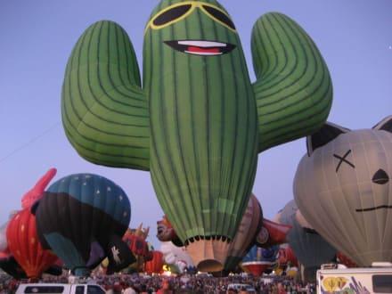 Nightglow Fiesta ABQ - Ballon Fiesta