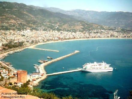 Alanya, Hafen mit zwei Passagierschiffen - Hafen Alanya