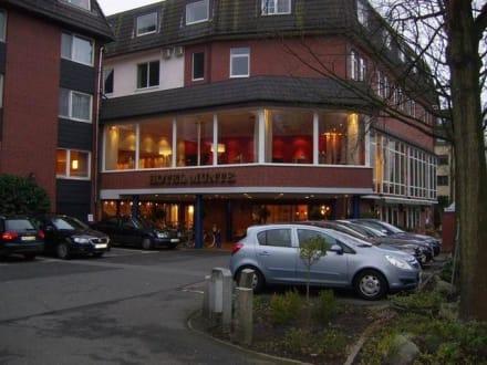 Eingangsbereich Hotel Munte von außen - Ringhotel Munte am Stadtwald