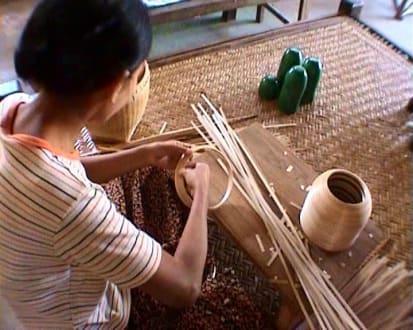 Fertigen von Vasen - Lackarbeiten