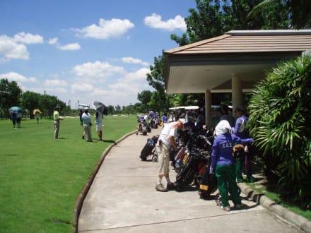 Tee Off als Massenstart - Panya Indra Golf Club