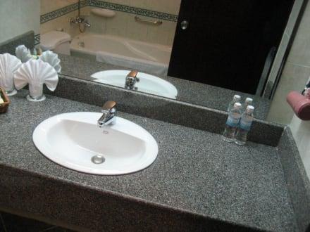 waschbecken bad ~ kreative deko-ideen und innenarchitektur - Waschbecken Bad