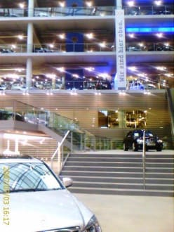 Verkaufsfläche Mercedes Benz Center München - Mercedes-Benz Center