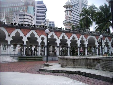 Im Innern der Anlage - Masjid Jamek Moschee