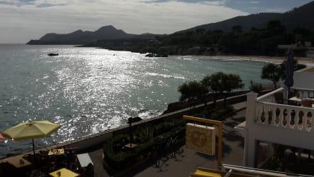 Lokal auf der Promenade mit Blick auf die Bucht Son Moll - Cala Son Moll