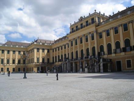 Schlossplatz-Seite Schloss Schönbrunn - Schloss Schönbrunn