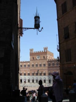 Rathausfront - Piazza del Campo