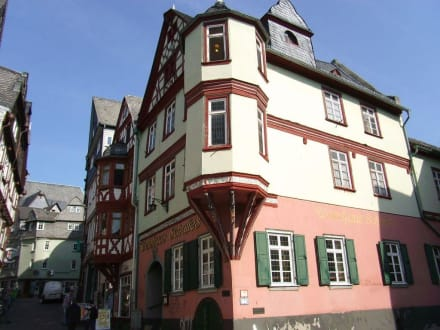 Außenaufnahme des alten Fachwerkhauses - Weinhaus Schultes