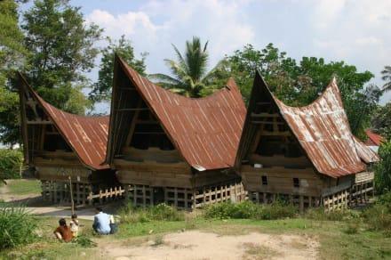 Batak-Häuser auf Samosir - Insel Samosir