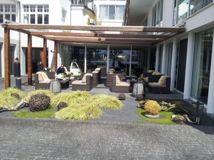 ap ro im freien bild riva das hotel am bodensee in konstanz baden w rttemberg deutschland. Black Bedroom Furniture Sets. Home Design Ideas