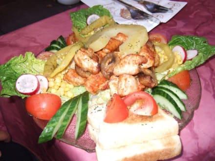 Salat mit Putenfleich - Cafe 1901