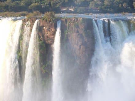 Wasserfälle, Blick auf bras. Seite - Iguassu / Iguazu Fälle