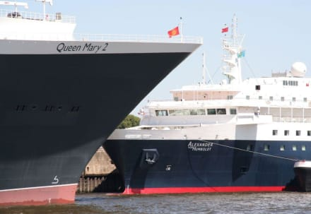 Queen Mary 2 QM 2 in Hamburg - Hafenrundfahrt Hamburg