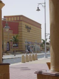 Hauptgebäude der Esplanade - Esplanada Shopping Cente