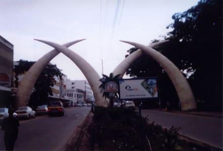Stoßzähne - Stadtrundfahrt Mombasa