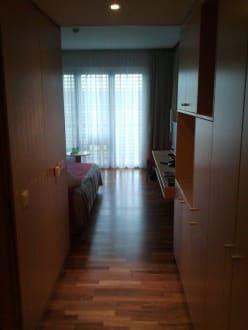 Blick von der Zimmertür ins Zimmer - Hotel Therme Laa an der Thaya
