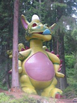 Einer der Drachen in der Drachenschlucht - Märchenwandermeile Trebesind