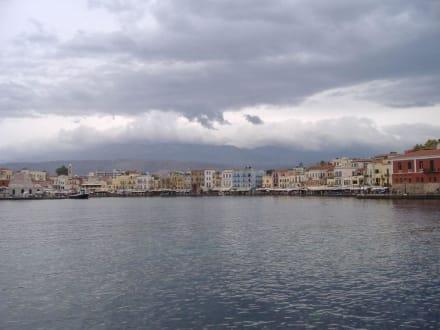Blick von Stadtmauer auf den Hafen - Hafen Chania
