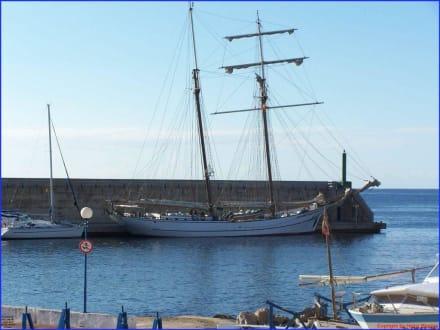 Segelschiff im Hafen - Yachthafen Cala Ratjada