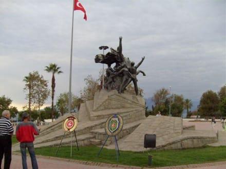 Antalya Centrum - Atatürk-Denkmal