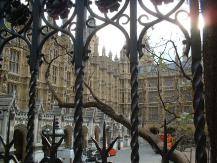 Burg/Palast/Schloss/Ruine - Houses of Parliament