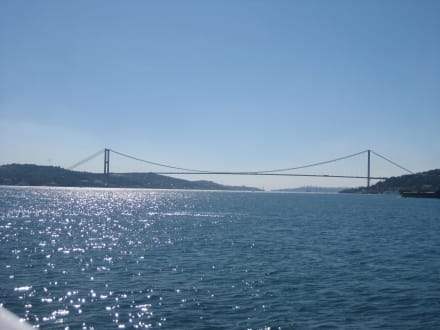 Blick auf Fatih-Sultan-Mehmet-Brücke - Bosporus Fahrt