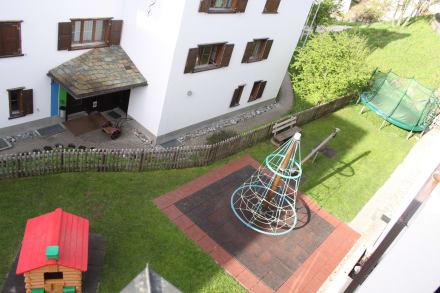 blick auf outdoor spielplatz bild reka feriendorf pany. Black Bedroom Furniture Sets. Home Design Ideas