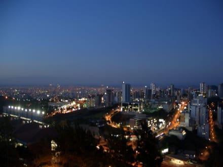 Blick auf Belo Horizonte bei Nacht - Aussichtsturm Alta Vila