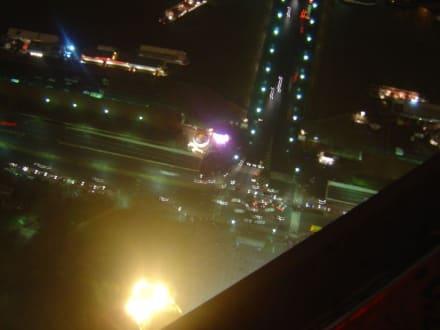 Blick vom Eiffelturm nach ganz unten  - Eiffelturm