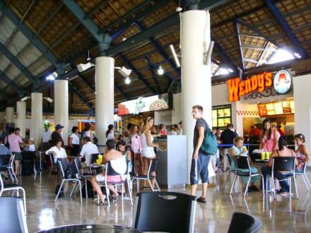 Verpflegungsmöglichkeiten im Flughafen - Flughafen Punta Cana (PUJ)