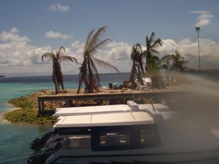 Müllinsel über steg erreichbar robinson club maldives