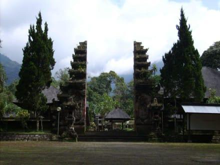Eingang zum Luhurtempel - Pura Luhur Batu Karu