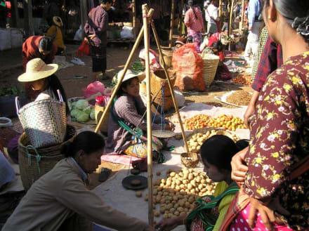 Markttag der Bergvölker in Indein - Markt in Indein