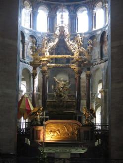 Erhabene Kunstfertigkeit hat dieses geschaffen - Basilique Saint-Sernin