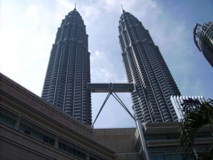 Blick auf die Türme - Petronas Twin Towers
