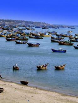Nichts als Boote - Fischereihafen Mui Ne