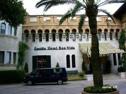 Eingang zum Castello Hotel Son Vida - Castillo Hotel Son Vida
