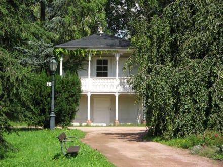 Rosengarten Teehäuschen - Rosenhöhe Park