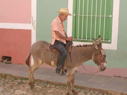 Alter man Unterwegs - Altstadt Trinidad