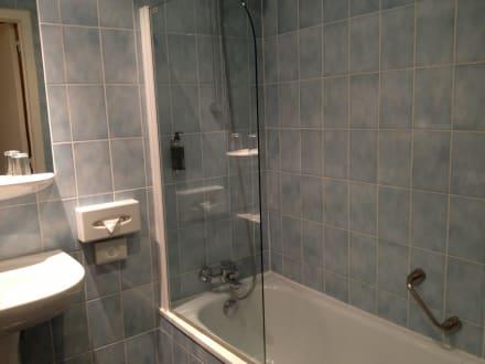 dusch badewanne bild hotel atlas in br ssel br ssel belgien. Black Bedroom Furniture Sets. Home Design Ideas