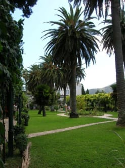 Park des Schlosses Achillion - Schloss Achilleion