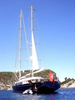 Imposantes Schiff - Glasbodenboot Tour San Miguel