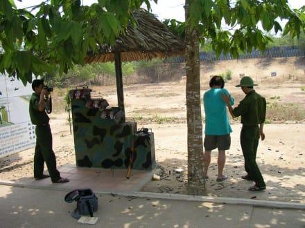 Schießstand beim Tuunelsystem - Củ Chi Tunnel