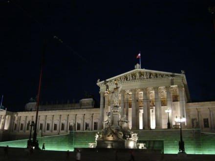 Parlament bei Nacht - Parlament
