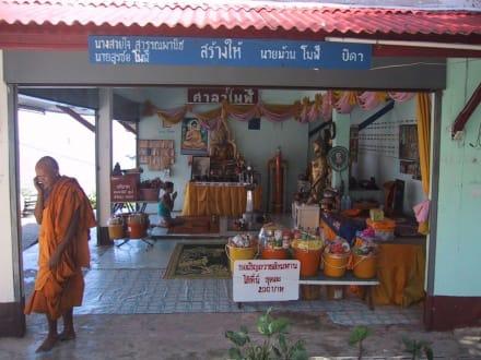 Ko Takiab, Tempelberg am Meer - Goldener Budda