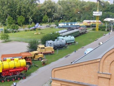 Diverse Fahrzeuge aller Zeitepochen - Technik Museum Speyer