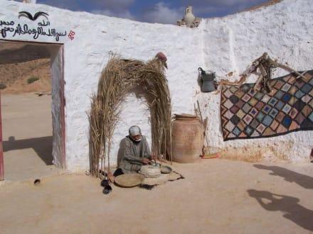 Beim Brot machen - Höhlenwohnungen