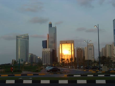 Lichtspiele - Skyline Abu Dhabi