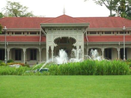 Das größte Teakholzgebäude der Welt - Vimanmek Palast